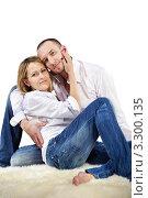 Купить «Влюбленная пара в джинсах и белых рубашках сидит на полу», фото № 3300135, снято 4 апреля 2010 г. (c) Losevsky Pavel / Фотобанк Лори