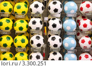 Купить «Классические футбольные мячи в магазине», фото № 3300251, снято 26 сентября 2010 г. (c) Losevsky Pavel / Фотобанк Лори