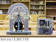Купить «Электрофорная машина и осциллограф в пустом классе физики на фоне стеллажей с книгами», фото № 3301119, снято 14 октября 2010 г. (c) Losevsky Pavel / Фотобанк Лори