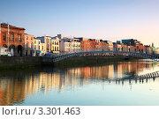 Купить «Мост Полпенни, Дублин, Ирландия», фото № 3301463, снято 10 июня 2010 г. (c) Losevsky Pavel / Фотобанк Лори