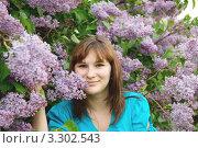 Портрет красивой девушки с цветами сирени. Стоковое фото, фотограф Ольга Богданова / Фотобанк Лори
