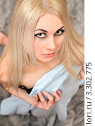Купить «Привлекательная молодая светловолосая  женщина», фото № 3302775, снято 4 апреля 2010 г. (c) Сергей Сухоруков / Фотобанк Лори