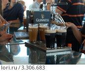 """Четыре пинты пива """"Гиннесс"""" (2011 год). Редакционное фото, фотограф Татьяна Кахилл / Фотобанк Лори"""