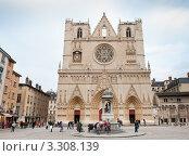 Купить «Собор Святого Иоанна Крестителя (Cathedral of St John the Baptist). Лион. Франция», фото № 3308139, снято 17 июня 2019 г. (c) Екатерина Овсянникова / Фотобанк Лори