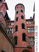 Купить «Розовая башня времён Возрождения. Лион. Франция», фото № 3308159, снято 25 февраля 2012 г. (c) E. O. / Фотобанк Лори