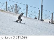 Купить «Мужчина на сноуборде едет с горы», эксклюзивное фото № 3311599, снято 1 марта 2012 г. (c) Елена Коромыслова / Фотобанк Лори