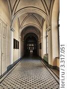Купить «Галерея в готическом стиле», фото № 3317051, снято 30 июня 2010 г. (c) Петр Малышев / Фотобанк Лори