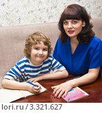 Купить «Мама с сыном готовят уроки», фото № 3321627, снято 21 февраля 2012 г. (c) ИВА Афонская / Фотобанк Лори