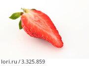 Половинка клубники. Стоковое фото, фотограф Дмитрий Антонов / Фотобанк Лори