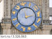 Купить «Часы со знаками зодиака на здании Казанского вокзала», эксклюзивное фото № 3326063, снято 18 июня 2010 г. (c) Алёшина Оксана / Фотобанк Лори