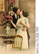 Купить «Старая  дореволюционная открытка. Влюблённая пара целуется», фото № 3329191, снято 5 марта 2012 г. (c) Игорь Низов / Фотобанк Лори