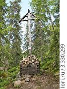 Купить «Поклонный крест», фото № 3330299, снято 12 августа 2008 г. (c) Parmenov Pavel / Фотобанк Лори