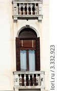 Купить «Венеция. Окна палаццо», эксклюзивное фото № 3332923, снято 14 февраля 2012 г. (c) Татьяна Лата / Фотобанк Лори