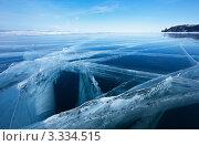 Купить «Черная бездна Байкальского льда», фото № 3334515, снято 9 марта 2012 г. (c) Виктория Катьянова / Фотобанк Лори