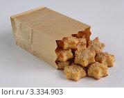 Сырное печенье с кунжутом в бумажном пакете. Стоковое фото, фотограф Чукова Жанна / Фотобанк Лори