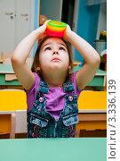 Купить «Девочка играет в детском садике», эксклюзивное фото № 3336139, снято 8 декабря 2009 г. (c) Куликова Вероника / Фотобанк Лори