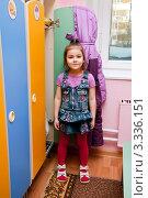 Купить «Девочка в раздевалке около своего шкафчика в саду», эксклюзивное фото № 3336151, снято 8 декабря 2009 г. (c) Куликова Вероника / Фотобанк Лори
