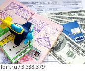 Паспорт с визами, деньги и кредитная карта, фото № 3338379, снято 20 февраля 2012 г. (c) Liseykina / Фотобанк Лори