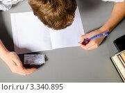Купить «Подросток списывает со шпаргалки, вид сверху», фото № 3340895, снято 4 марта 2012 г. (c) Сергей Петерман / Фотобанк Лори