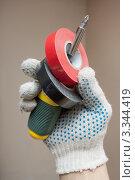 Изолента и отвертка в руке. Стоковое фото, фотограф Александр Романов / Фотобанк Лори