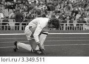 Футбол. Сергей Юран готовится выйти на поле (1990 год). Редакционное фото, фотограф Зобков Георгий / Фотобанк Лори
