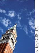 Кампанила собора Святого Марка на фоне неба. Стоковое фото, фотограф Erwin Wodicka / Фотобанк Лори