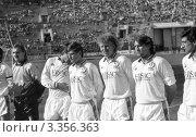 Купить «Футбол.Команда Динамо Киев на поле», фото № 3356363, снято 6 мая 1990 г. (c) Зобков Георгий / Фотобанк Лори