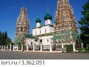 Купить «Церковь в строительных лесах», фото № 3362051, снято 2 сентября 2009 г. (c) Ivan Korolev / Фотобанк Лори