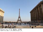 Эйфелева башня, классический вид (2012 год). Стоковое фото, фотограф Наталия Сидельцева / Фотобанк Лори