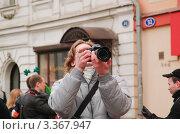 Купить «Фотограф на Арбате в День святого Патрика. 2012 год», эксклюзивное фото № 3367947, снято 17 марта 2012 г. (c) Алёшина Оксана / Фотобанк Лори