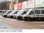 Купить «Стоянка маршрутного такси на автовокзале в Туле», эксклюзивное фото № 3367963, снято 16 марта 2012 г. (c) Игорь Низов / Фотобанк Лори