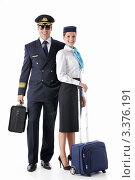 Купить «Пилот и стюардесса с чемоданами стоят на белом фоне», фото № 3376191, снято 22 сентября 2011 г. (c) Raev Denis / Фотобанк Лори
