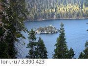 США, остров в заливе озера Тахо. Стоковое фото, фотограф Виталий Тюлькин / Фотобанк Лори