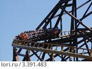 Люди катаются на американских горках (2009 год). Редакционное фото, фотограф Каменева Лариса / Фотобанк Лори
