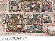 Купить «Изразцы Резо Габриадзе в стене башни перед театром марионеток . Тбилиси. Грузия», фото № 3391571, снято 8 января 2011 г. (c) Николай Коржов / Фотобанк Лори