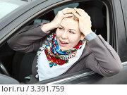 Купить «Красивая девушка за рулем автомобиля схватилась руками за голову», фото № 3391759, снято 24 марта 2012 г. (c) Кекяляйнен Андрей / Фотобанк Лори