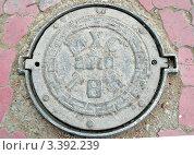 Купить «Канализационный люк в Улан-Баторе с монгольскими буквами», фото № 3392239, снято 17 сентября 2011 г. (c) Юлия Батурина / Фотобанк Лори