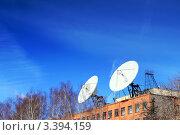 Купить «Спутниковые антенны на крыше», фото № 3394159, снято 22 марта 2012 г. (c) Vitas / Фотобанк Лори