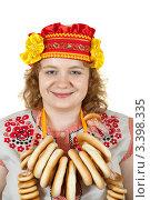 Купить «Девушка в народном наряде с баранками на шее», фото № 3398335, снято 15 октября 2011 г. (c) Яков Филимонов / Фотобанк Лори