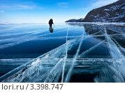 Купить «Ледовые фотосъемки Байкала», фото № 3398747, снято 9 марта 2012 г. (c) Виктория Катьянова / Фотобанк Лори