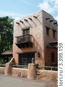 Дом с балконом. Стоковое фото, фотограф Жакова Дарья / Фотобанк Лори