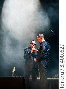 Купить «Владимир Ждамиров  и Олег Андрианов на сцене», фото № 3400627, снято 24 марта 2012 г. (c) Игорь Низов / Фотобанк Лори