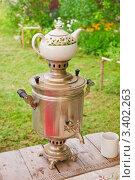 Самовар на дровах с заварочным чайником. Стоковое фото, фотограф Алёшина Оксана / Фотобанк Лори