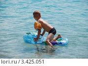Купить «Мальчик, купающийся на море», фото № 3425051, снято 22 июля 2011 г. (c) Елена Галачьянц / Фотобанк Лори