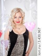 Купить «Портрет красивой девушки на фоне сердечек», фото № 3430967, снято 11 февраля 2012 г. (c) Литвяк Игорь / Фотобанк Лори