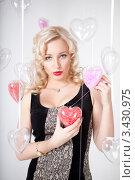 Купить «Портрет красивой девушки с сердечком», фото № 3430975, снято 11 февраля 2012 г. (c) Литвяк Игорь / Фотобанк Лори