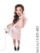 Купить «Девушка в ретро-стиле разговаривает по телефону», фото № 3431483, снято 9 мая 2011 г. (c) Павел Кужелев / Фотобанк Лори