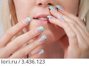 Купить «Акриловые нарощенные ногти с рисунком», фото № 3436123, снято 11 сентября 2010 г. (c) Андрей Попов / Фотобанк Лори