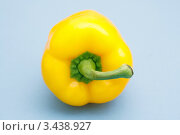 Купить «Желтый болгарский перец», фото № 3438927, снято 2 марта 2010 г. (c) Lasse Kristensen / Фотобанк Лори