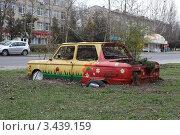 Автомобиль-клумба. Стоковое фото, фотограф Юрий Кузовлев / Фотобанк Лори